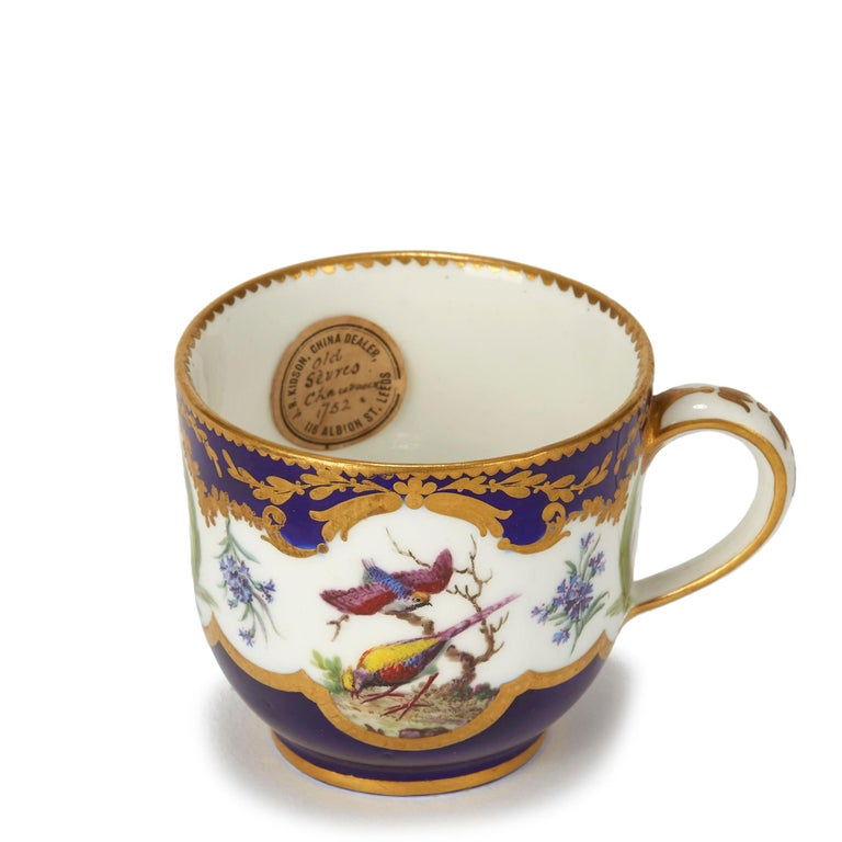Sèvres French Porcelain Hand Painted and Gilded Teacup, circa 1752 For Sale 3