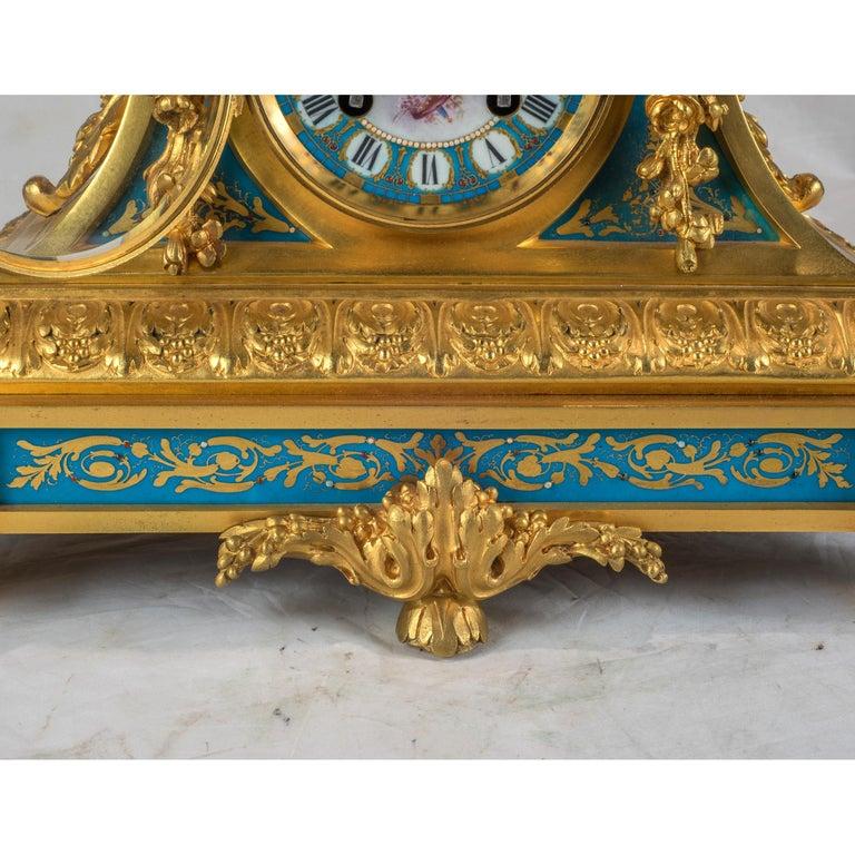 Sèvres-Style Gilt Bronze Mounted Porcelain Mantel Clock For Sale 2