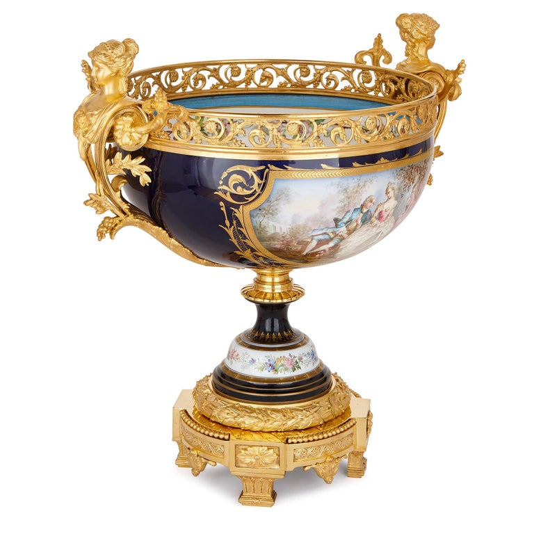 This exquisite, three-piece garniture will make a wonderful addition to a mantelpiece, niche or table, where its fine design and craftsmanship can be properly enjoyed.   The garniture consists of a jardinière, which has a wide and shallow bowl,