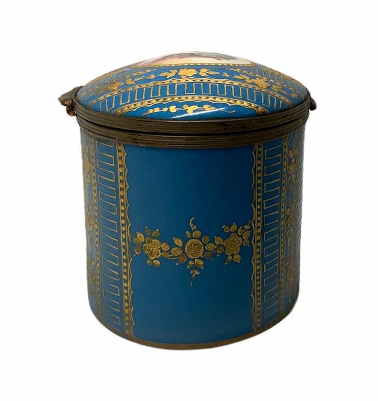 Sevres Style Porcelaine De Paris Hinged Chest Box For Sale 3