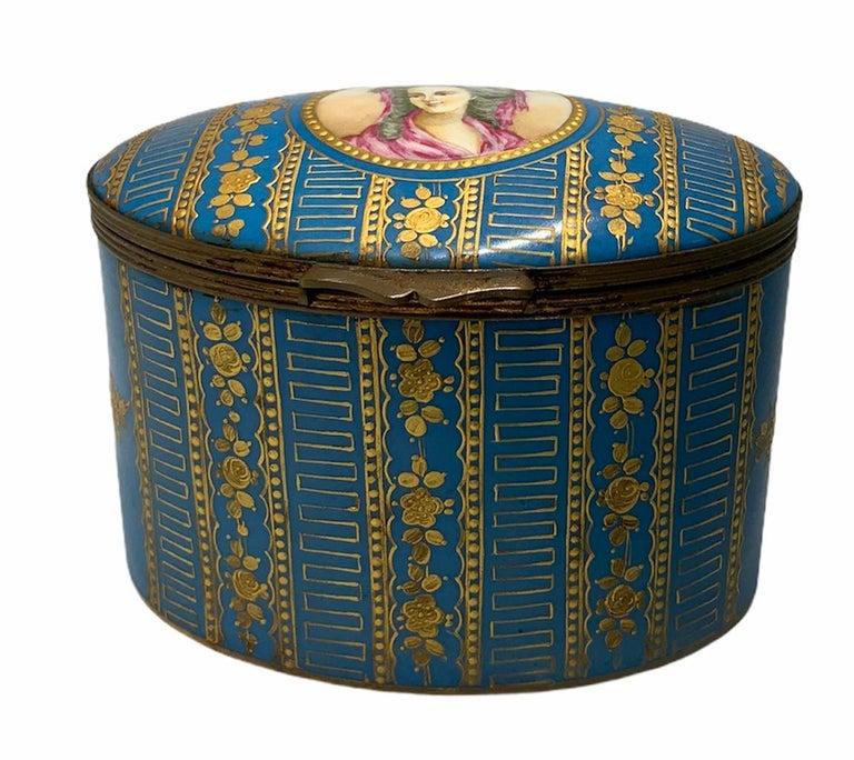 Sevres Style Porcelaine De Paris Hinged Chest Box For Sale 4