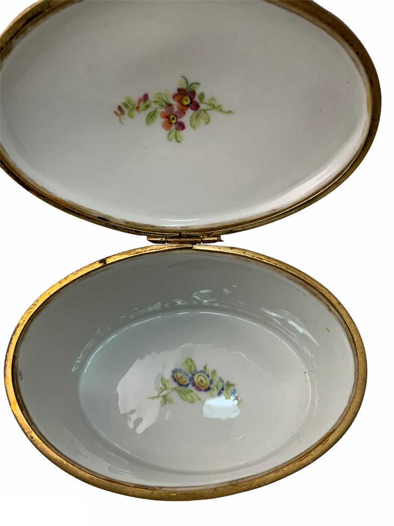 Sevres Style Porcelaine De Paris Hinged Chest Box In Good Condition For Sale In Guaynabo, PR