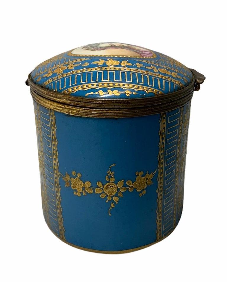 Sevres Style Porcelaine De Paris Hinged Chest Box For Sale 2