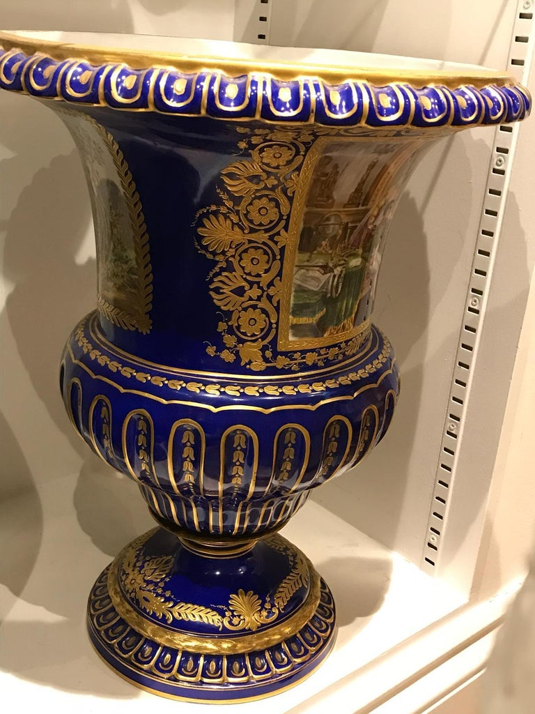 Sèvres Style Urn Depicting Napoleon I Meeting with the Countess of Bonchamps In Excellent Condition For Sale In London, GB