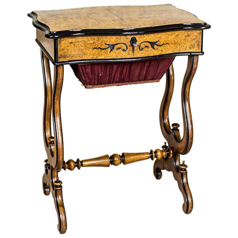 Sewing Table in Birchen Burl, circa 1870