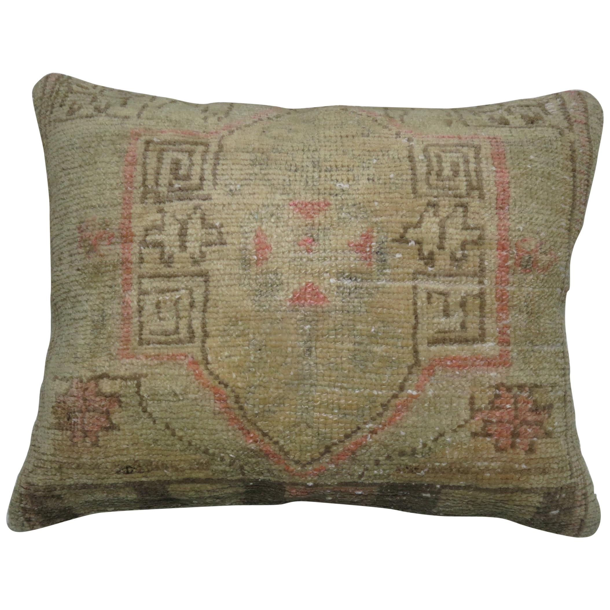 Shabby Chic Oushak Rug Beige and Pink Pillow