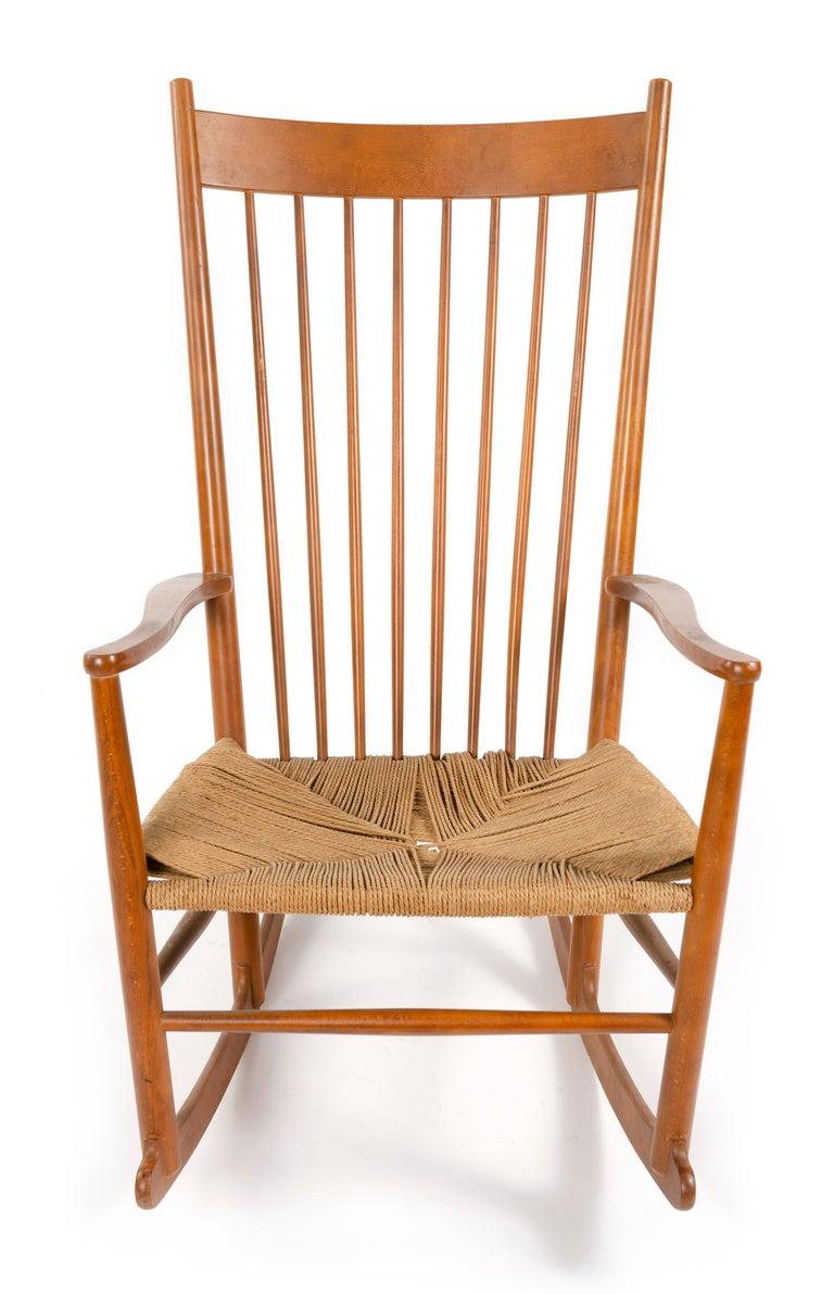 1970s Danish Shaker Rocking Chair by Hans J. Wegner In Good Condition For Sale In Sagaponack, NY