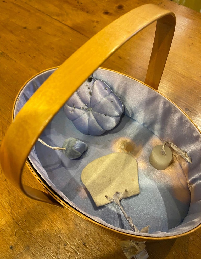 Early 20th Century Shaker Sewing Basket For Sale 1