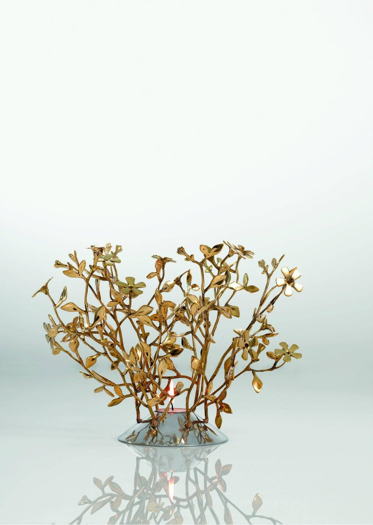 An arrangement of flowers or leaves tied together with a collection of small branches. These are the precious, bowl-shaped, centrepieces created by Mann Singh in silver plated brass.  Mann Singh comes from far away, from the land of the Sikhs in
