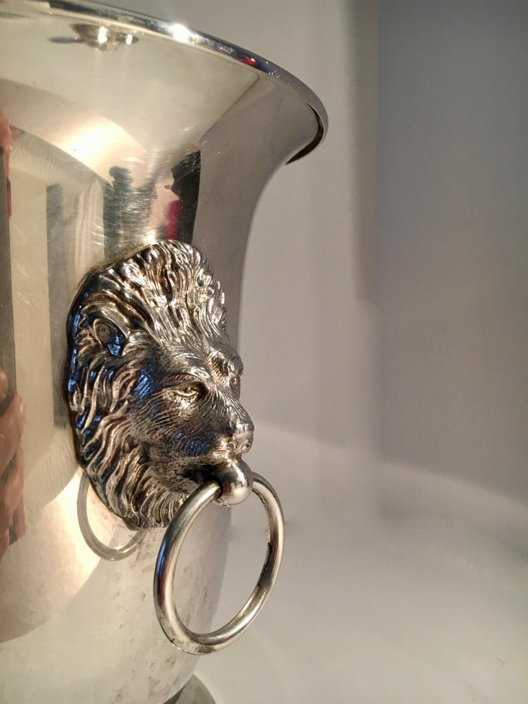English Sheffield Silver Plate Champagne Bucket with Lion Head Handles For Sale