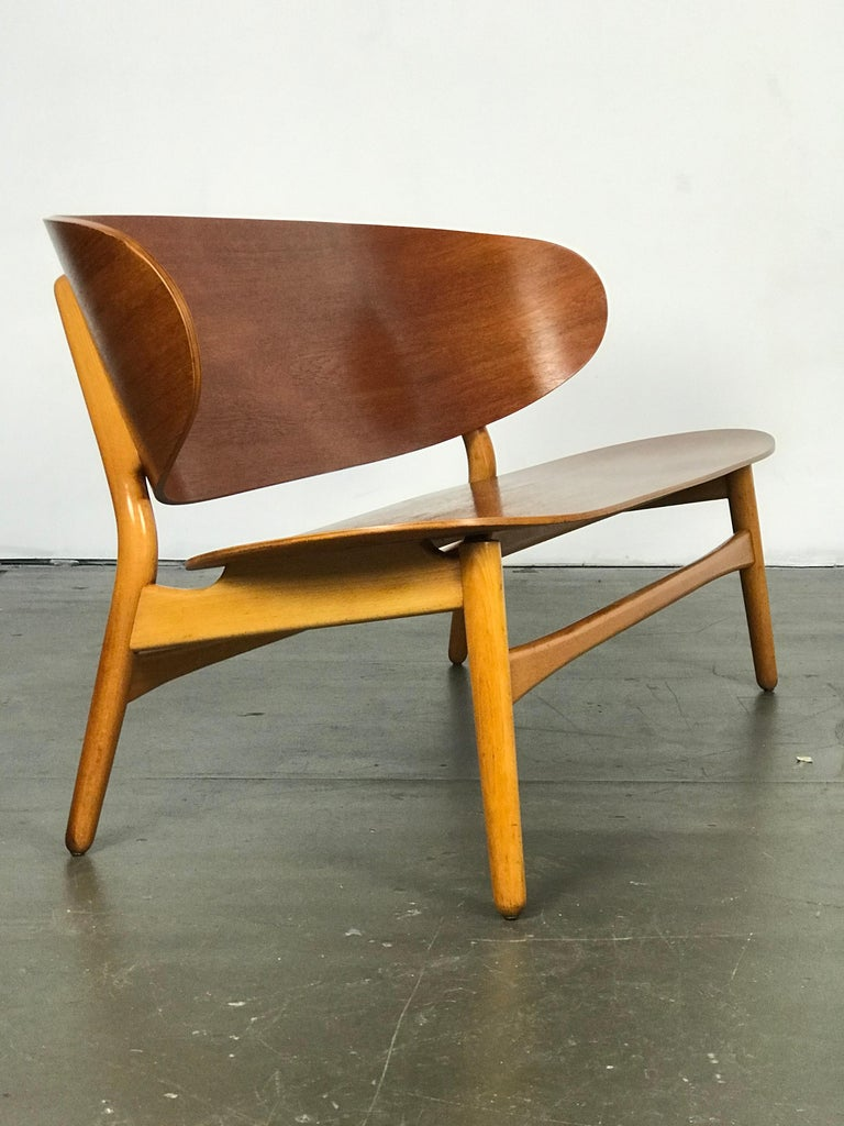 Shell Settee Bench by Hans Wegner for Fritz Hansen For Sale 2