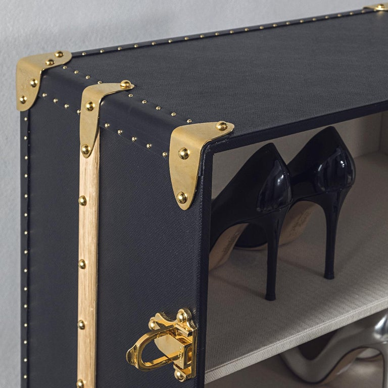 This stunning shoe trunk is the perfect way to transport and store shoes and protecting them, while also adding a unique mix of old-fashioned charm and modern allure. With four shelves on each side, this sophisticated trunk offers plenty of space