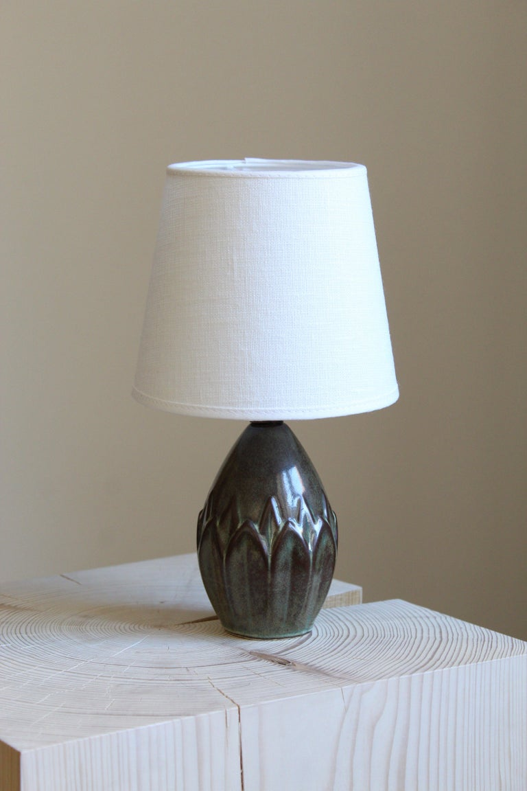 A small table lamp produced by Søholm Keramik, located on the island of Bornholm in Denmark. Features a highly artistic green / grey / brown glazed decor. Brand new linen lampshade.