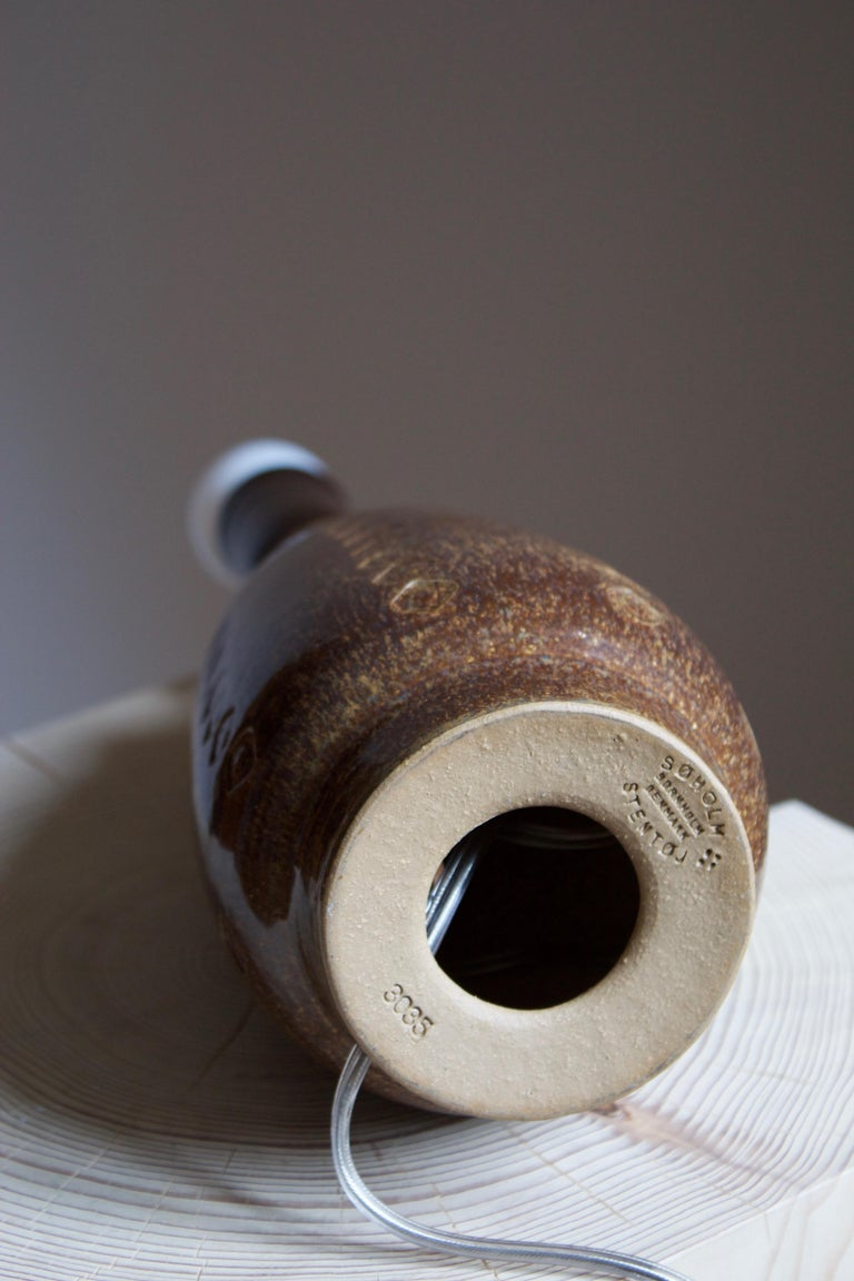 Søholm Stentøj, Table Lamp, Glazed incised Stoneware, Bornholm, Denmark, 1960s In Good Condition For Sale In West Palm Beach, FL