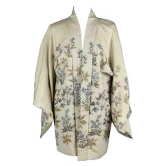 Short kimono woven with beautiful silver and gold threads exploding fireworks