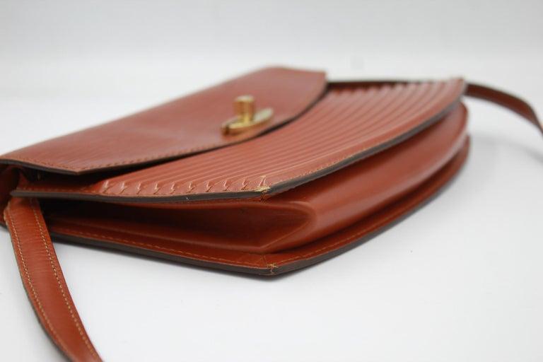 Louis Vuitton Vintage Presbourg - shoulder bag, in épi leather.  A few marks of wear but the condition is good. the bridle is remouvable ( 1 meter )   24cm x 14cm