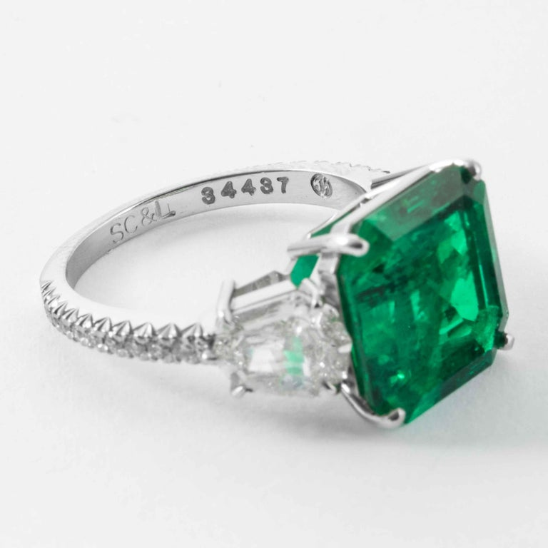 Women's Shreve, Crump & Low 5.48 Carat Colombian Emerald and Diamond White Gold Ring For Sale