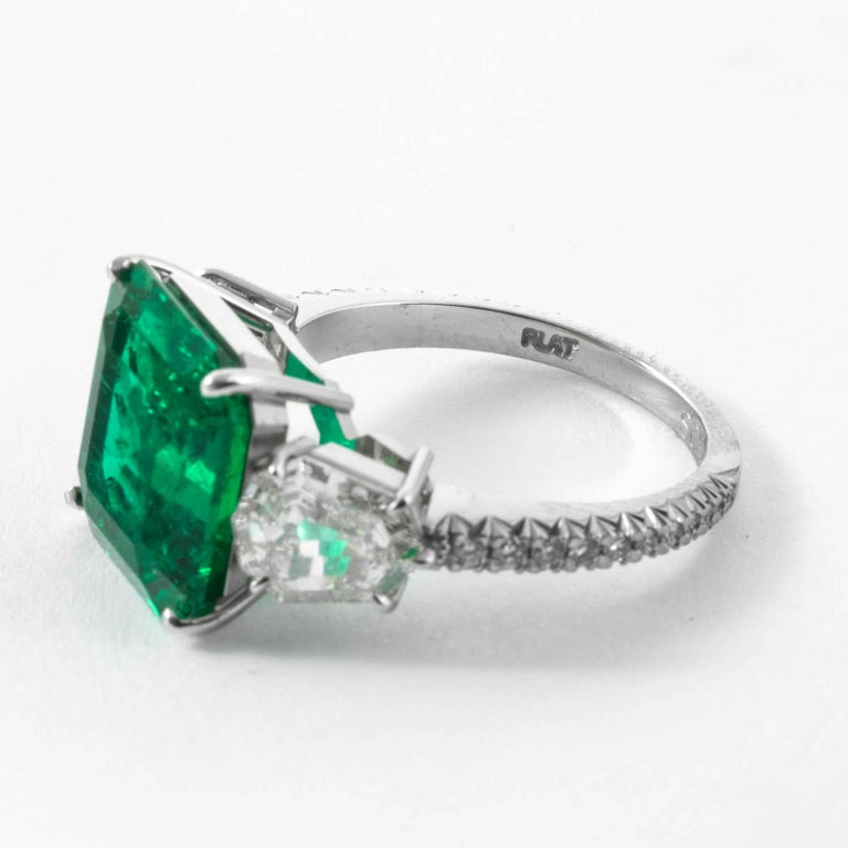 Shreve, Crump & Low 5.48 Carat Colombian Emerald and Diamond White Gold Ring For Sale 1