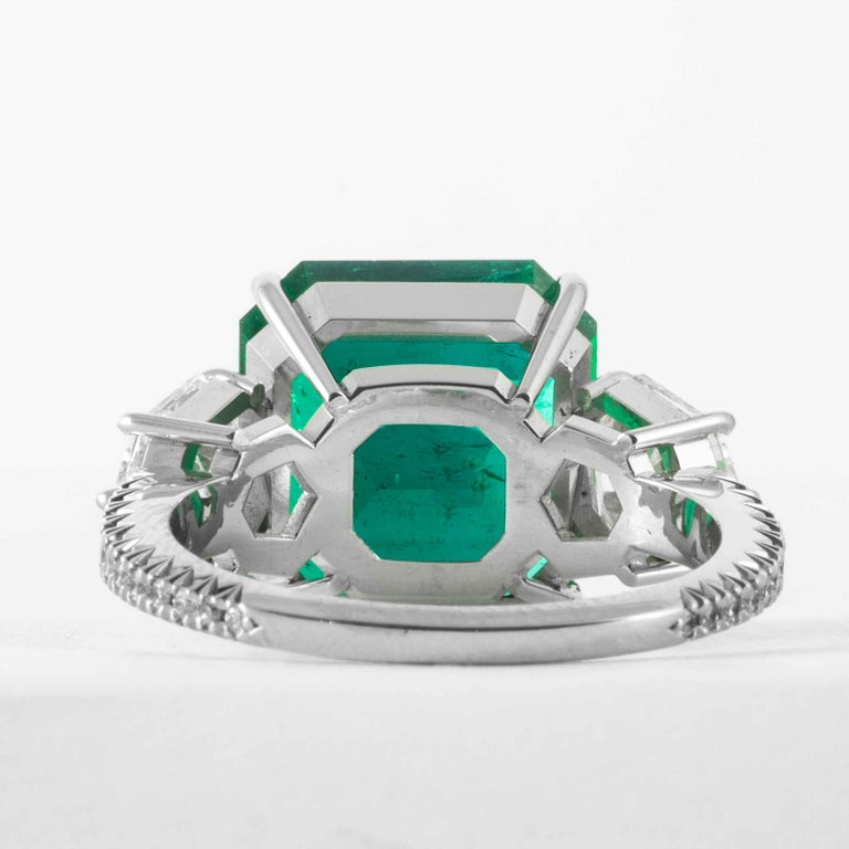 Shreve, Crump & Low 5.48 Carat Colombian Emerald and Diamond White Gold Ring For Sale 2