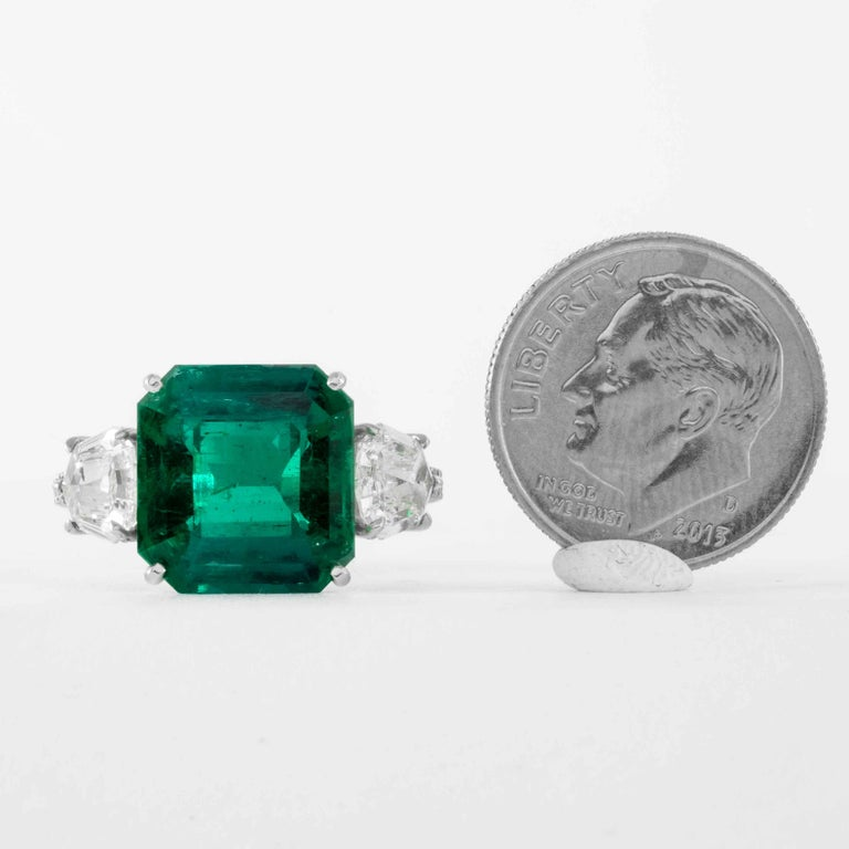 Shreve, Crump & Low 5.48 Carat Colombian Emerald and Diamond White Gold Ring For Sale 3