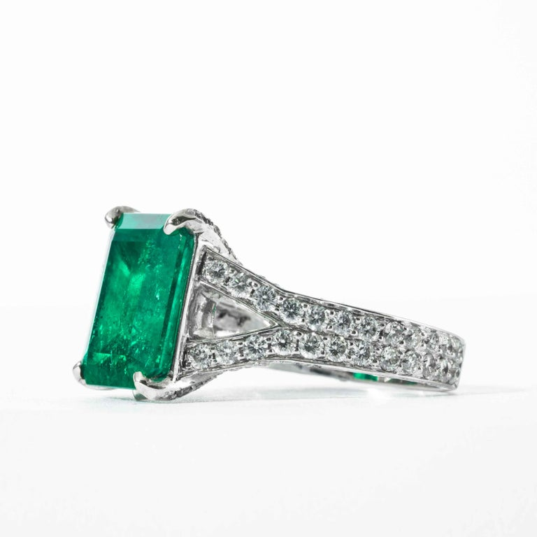 Women's Shreve, Crump & Low 6.25 Carat Colombian Emerald and Diamond White Gold Ring For Sale