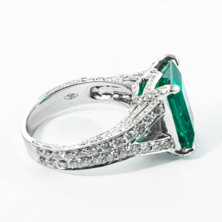 Shreve, Crump & Low 6.25 Carat Colombian Emerald and Diamond White Gold Ring For Sale 1