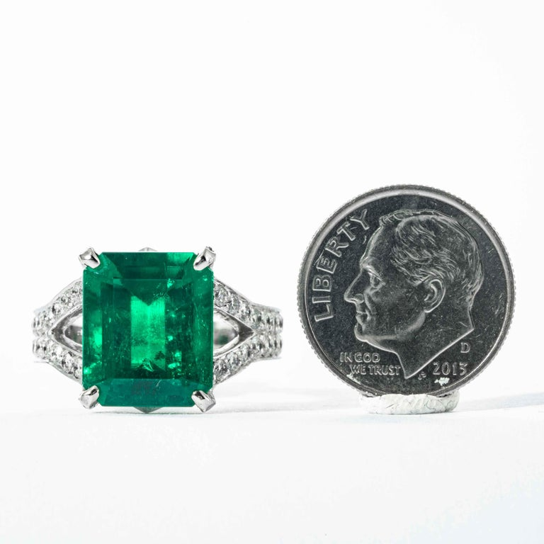 Shreve, Crump & Low 6.25 Carat Colombian Emerald and Diamond White Gold Ring For Sale 3