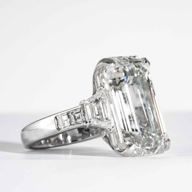 Women's Shreve, Crump & Low GIA Certified 22.02 Carat J VS2 Emerald Cut Diamond Ring For Sale