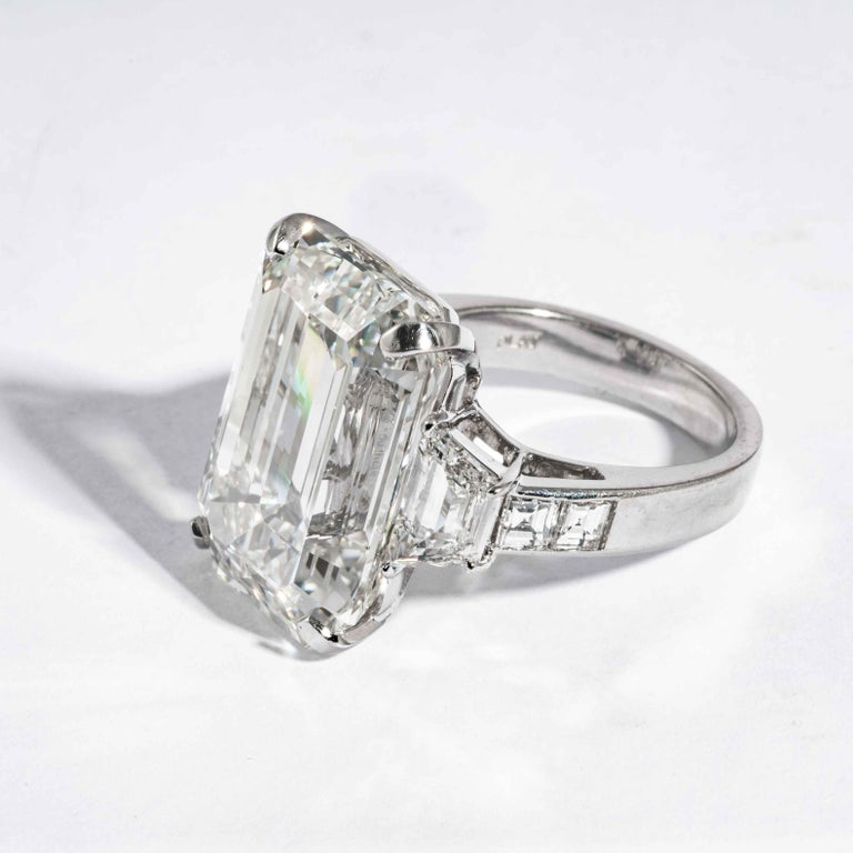Shreve, Crump & Low GIA Certified 22.02 Carat J VS2 Emerald Cut Diamond Ring For Sale 1