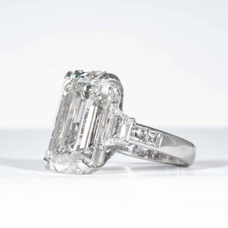 Shreve, Crump & Low GIA Certified 22.02 Carat J VS2 Emerald Cut Diamond Ring For Sale 2