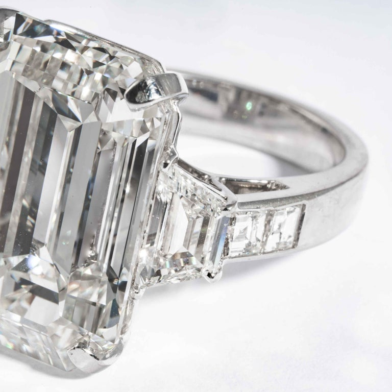 Shreve, Crump & Low GIA Certified 22.02 Carat J VS2 Emerald Cut Diamond Ring For Sale 4
