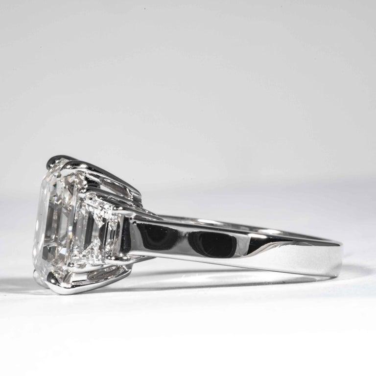 Women's or Men's Shreve, Crump & Low GIA Certified 5.13 Carat J VS2 Emerald Cut Diamond Plat Ring For Sale