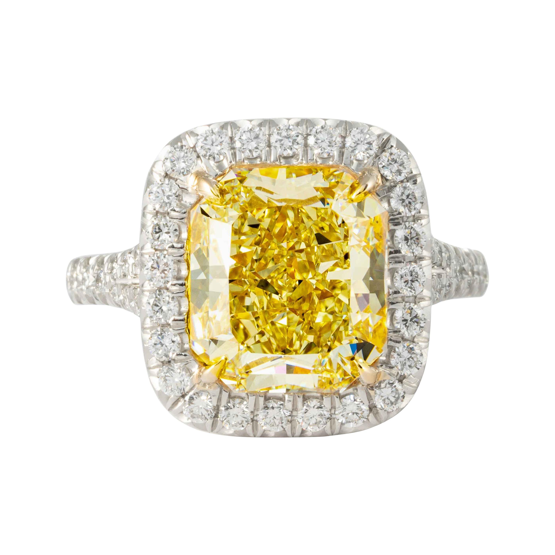 Shreve, Crump & Low GIA Certified 5.27 Carat Fancy Yellow Radiant Cut Plat Ring