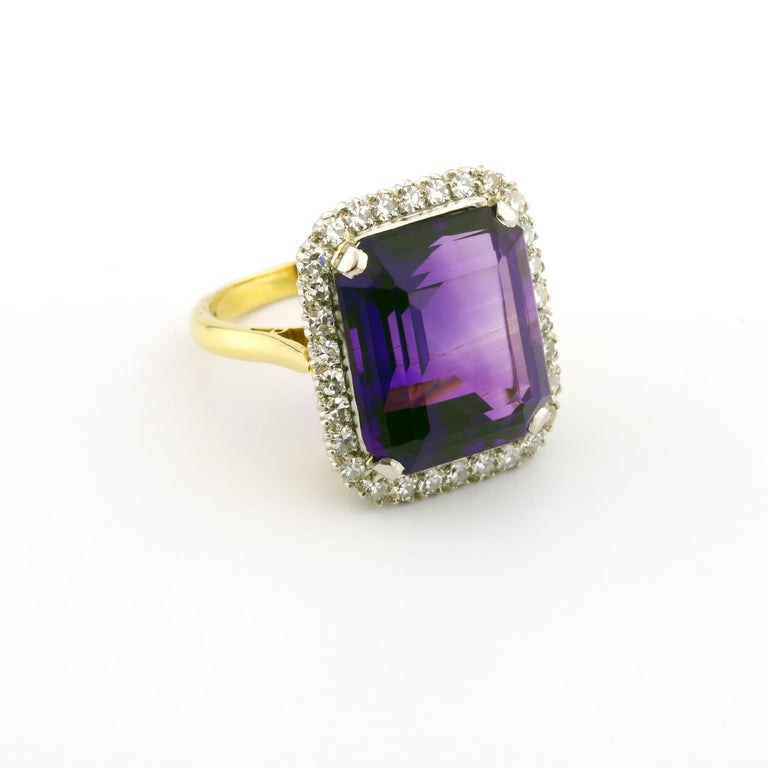 Kate Middleton's Engagement Ring Was Created By the Same Jeweler Who Made This In Excellent Condition For Sale In Southbury, CT