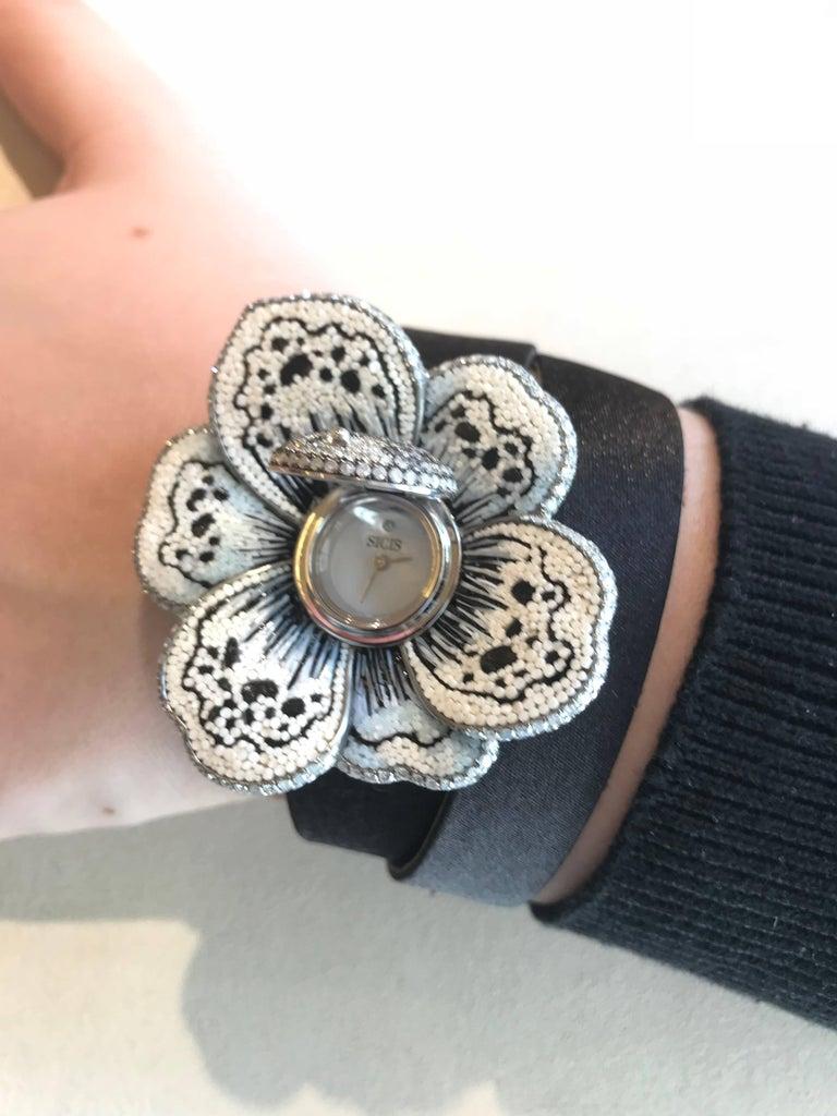 Brilliant Cut Stylish Wristwatch White & Black Diamond White Gold Quartz Movement For Sale