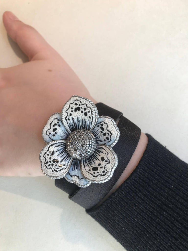 Stylish Wristwatch White & Black Diamond White Gold Quartz Movement In New Condition For Sale In London, GB