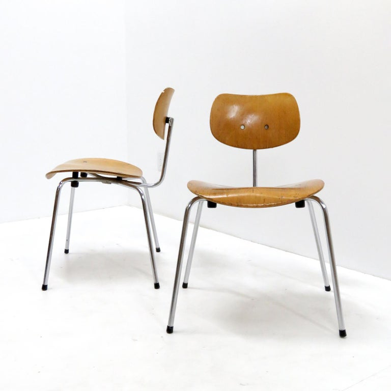 Wonderful early examples of the Model SE 68 side/dining chairs by Egon Eiermann for Wilde & Spieth, tubular, chrome-plated steel with lacquered wooden, ergonomically formed seats, marked. Priced individually.