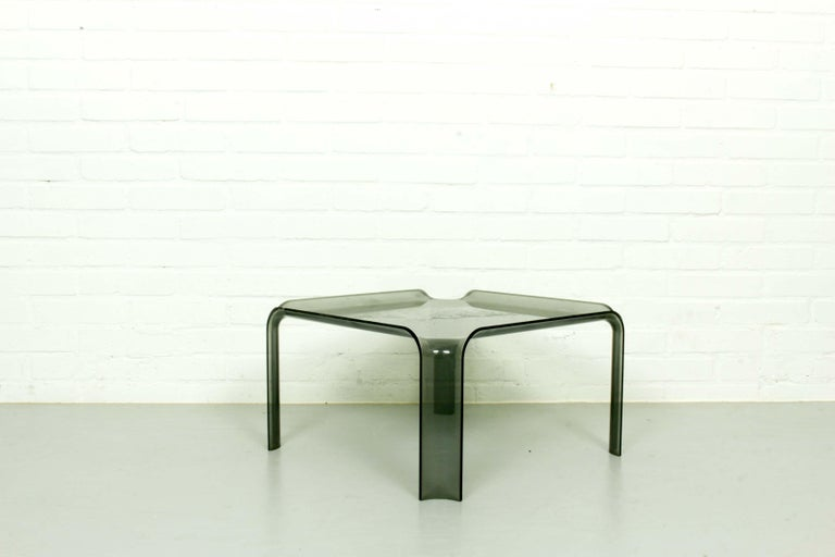 Small side table 877 by Pierre Paulin for Artifort, 1960s. This table matches the F300 series chairs. Fully functional, wear and tear consistent with age and usage.