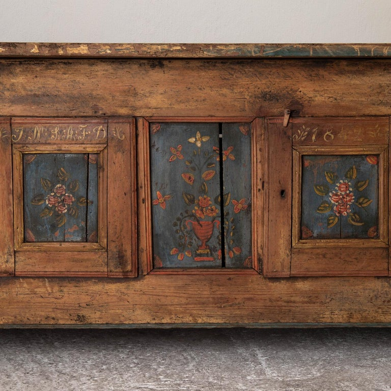 Sideboard Swedish Folk Art Floral Painting 19th Century Sweden In Good Condition For Sale In New York, NY