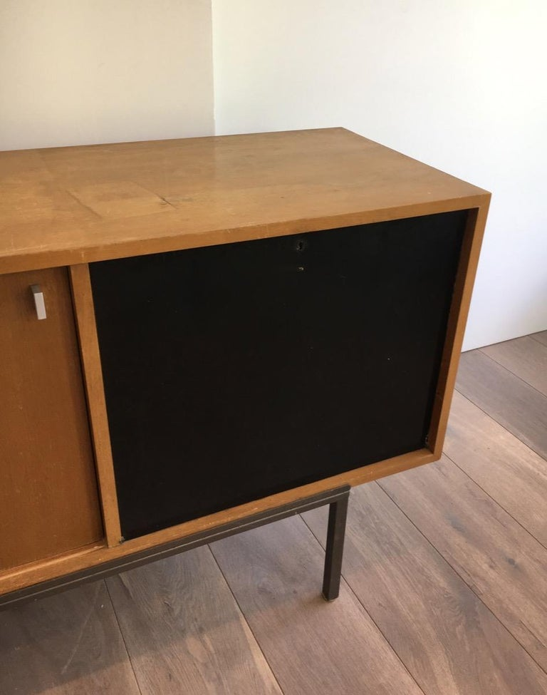 Sideboard with Two Sliding Doors and a Bar and a Metal Base, circa 1950 In Good Condition For Sale In Marcq-en-Baroeul, FR