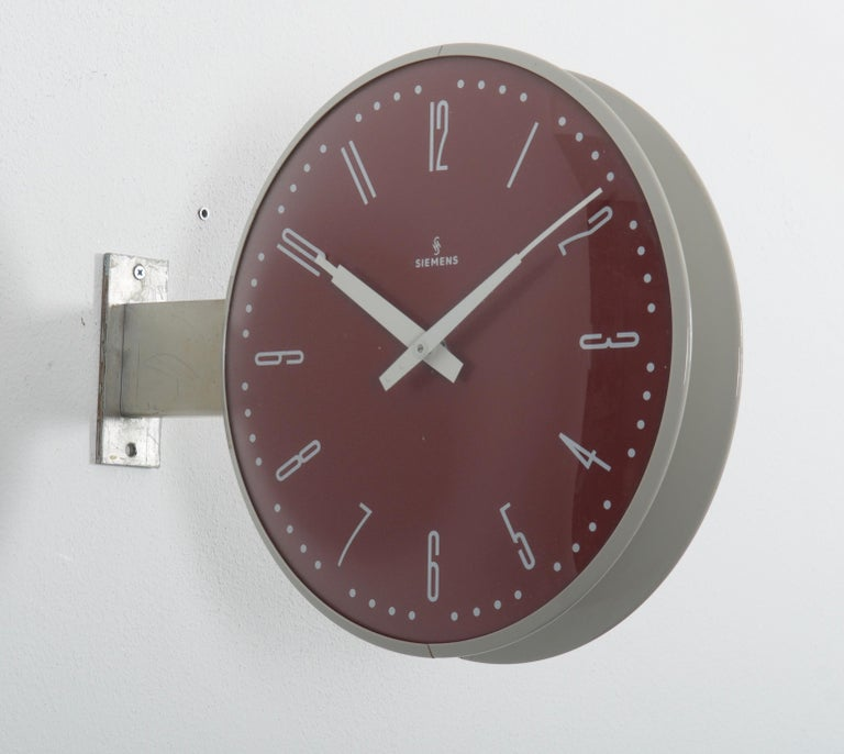 Large German station clock by Siemens & Halske from the early 1970s. Formerly as a slave clock with mechanical movement, it is now fitted with a modern quartz movement with a battery. Steel/plastic frame with glass on both sides. This clock can