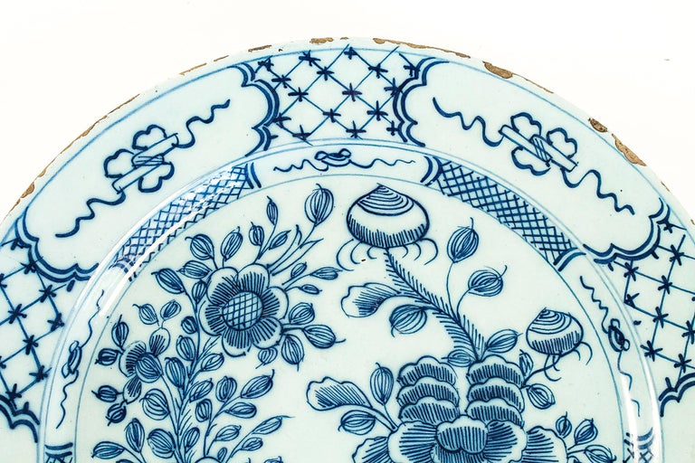 Sign by Ax, Mid-18th Century, Magnificent Faience Delft Round Dish In Good Condition For Sale In Saint Ouen, FR
