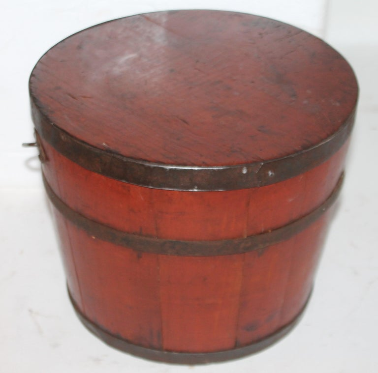 Signed 19th Century Shaker Painted Bucket In Good Condition For Sale In Los Angeles, CA