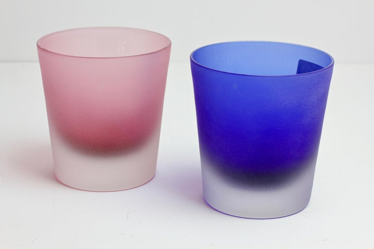 Signed Cenedese Frosted Glass Scavo His and Her's Pink & Blue Colored Glasses In Excellent Condition For Sale In Landau an der Isar, Bayern
