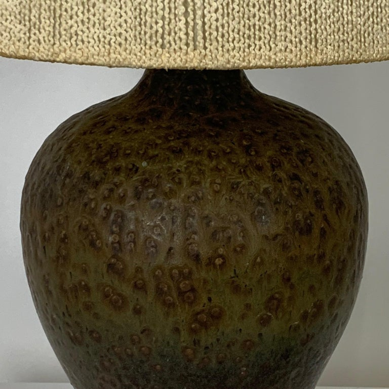 Signed Lee Rosen Design Technics Textured Glaze Ceramic Lamp w Original Shade In Good Condition For Sale In Hudson, NY