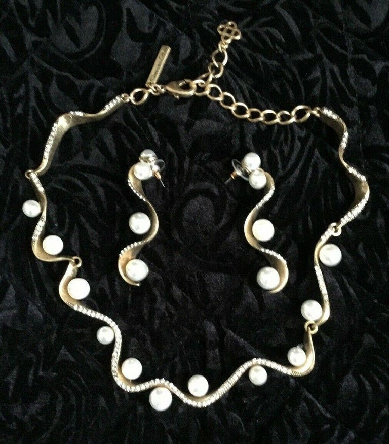 Beautiful Signed Oscar de la Renta Faux Pearl Collar Necklace embellished with tiny crystals and matching Earrings. Necklace measures approx. 14