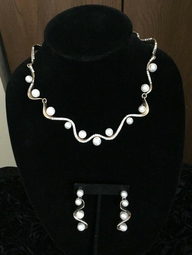 Modern Signed Oscar de la Renta Faux Pearl and Crystal Designer Necklace and Earrings  For Sale