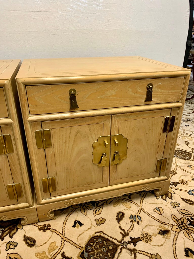 Signed Ray Sabota for Century Furniture Pair of Nightstands End Tables In Good Condition For Sale In West Hartford, CT