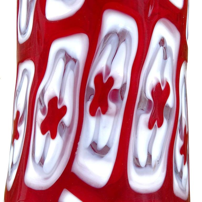 Mid-Century Modern Signed Red White Millefiori Flower Mosaic Studio Art Glass Desk Flower Vase For Sale