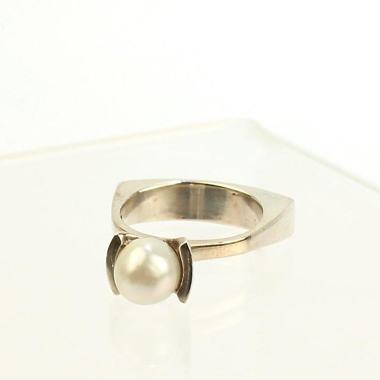Women's Signed Wesley Emmons Rocker Shank Modernist Sterling Silver and Pearl Ring For Sale